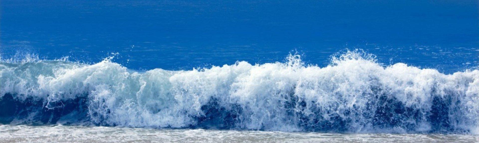 148_1crashing_wave_4732_blue-1024×672